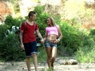 Vidéo porno mobile : Latin slut assfucked into the woods